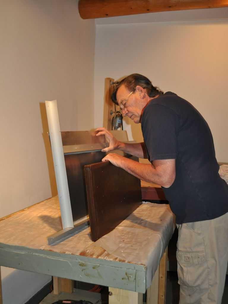 Harry Pollitt - creating Coriolis glass sculpture tipping wax out